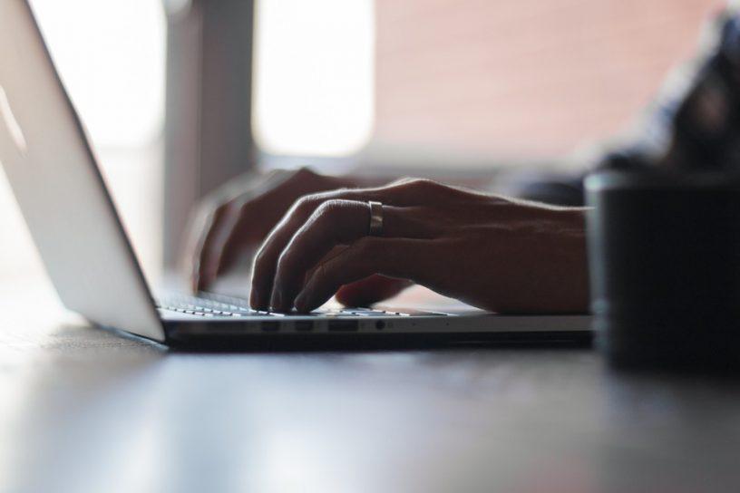 bezwzrokowe pisanie na klawiaturze, kurs szybkiego pisania, szybkie pisanie na klawiaturze