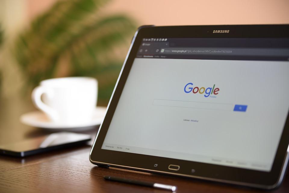 Bezpłatne i płatne monitorowanie pozycji w google czyli jak sprawdzić pozycję strony w google w 5 sekund