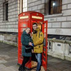instruktor kursów online z żoną w Anglii