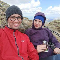 instruktor kursów online w górach z żoną