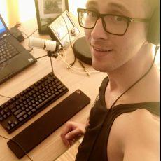 instruktor kursów online w biurze